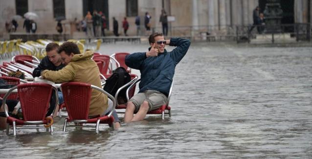 Πλημμύρισε η Βενετία - Η μισή πόλη κάτω από το νερό (βίντεο)