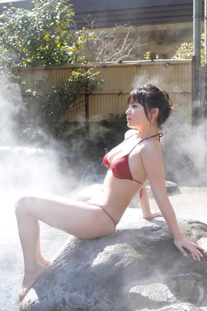 星名美津紀 Hoshina Mizuki Bikini At Onsen Pictures 09