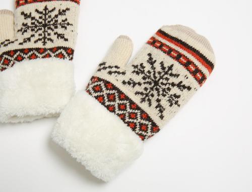 Snowflake Print Mittens