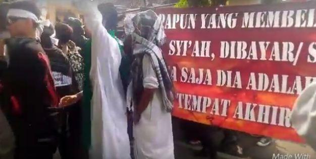 Umat Islam Sosialisasi Kesesatan Syiah di Pawai Muharram 2016 Bangil