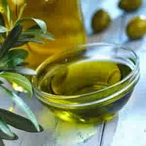 Cara memerahkan bibir dengan minyak zaitun