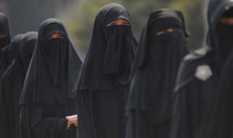 Wanita Muslim Bercadar Didenda di Denmark