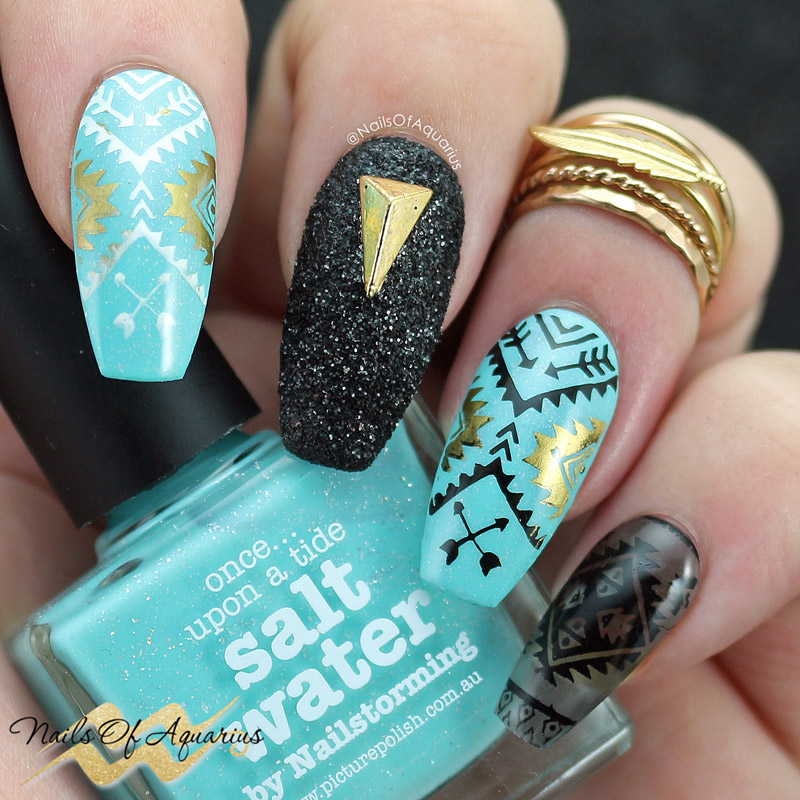 Products: Picture Polish Salt Water, BMC Smoke + Mirrors, Whats Up Nails B009 Lost In Aztec, Mundo de Unas Black, White and Gold, Daily Charme Black Diamond Metallic glitter, Daily Charme Gold Long Pyramid Stud