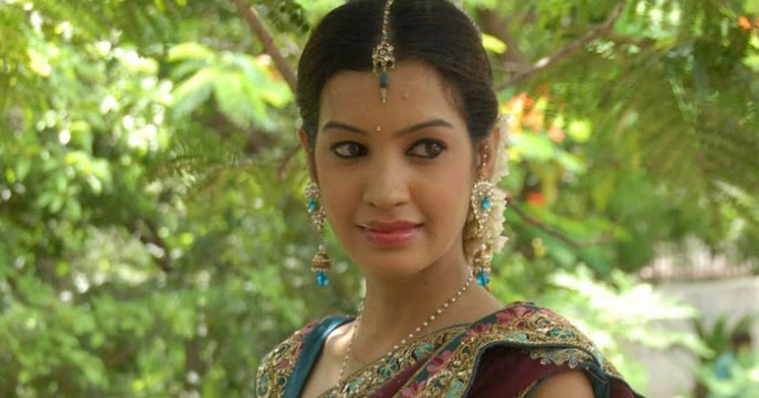 Saree Navel Photos: South Indian Hot Actress Gallery