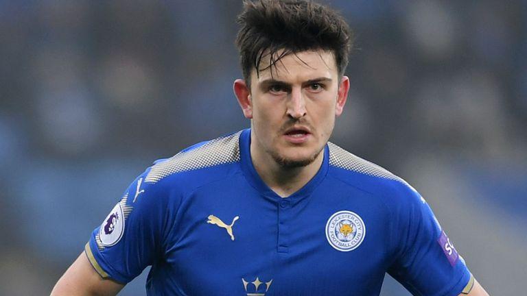 Neville: Maguire Tidak Kalah Kuat dari John Stones