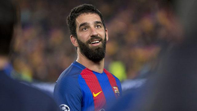 Barcelona sắp bán 3 tiền vệ