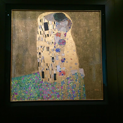 Klimt's The Kiss, painting