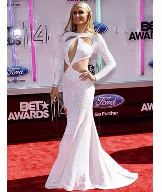 Paris Hilton dezlumbro en la alfombra