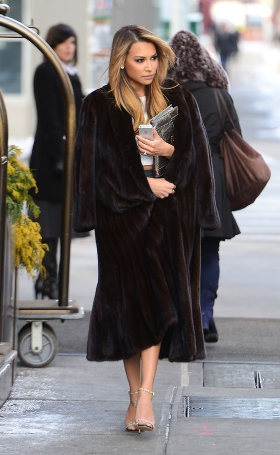 Naya Rivera in a dark brown clasic mink coat.