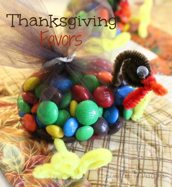 Cute, easy craft for your Thanksgiving table. #turkeyfavors