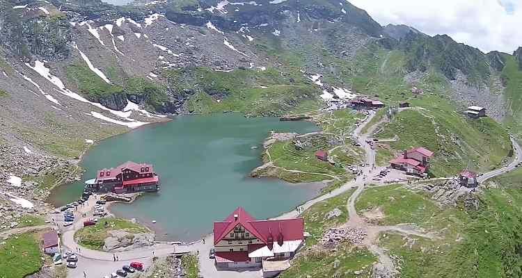 Lacul și cabana Bâlea de pe Transfăgărăşan