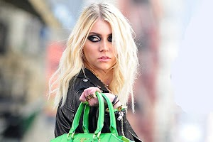 Taylor Momsen signed to a modeling agency