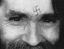 """""""Los libros que inspiraron al asesino Charles Manson"""""""
