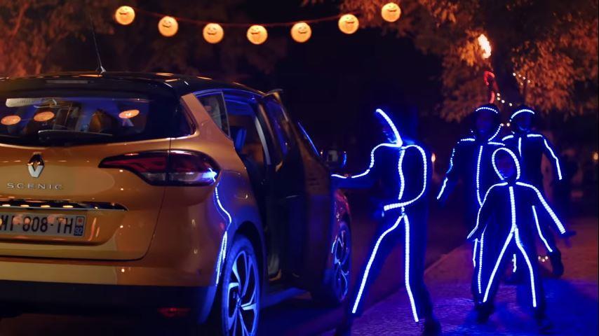 Canzone Renault Scenic pubblicità con head up display 'omini in tute con luci - Musica spot Novembre 2016