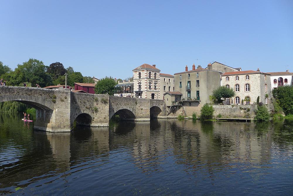 le pont du village de Clisson