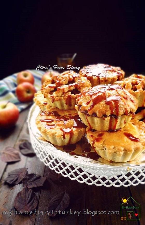 Apple pie with Salted Caramel Sauce| Çitra's Home Diary. #applepie #saltedcaramel #pierecipes #fallbaking #apelpie