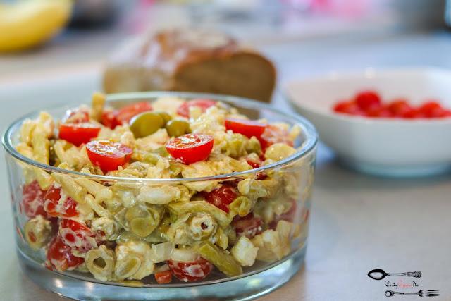 sałatki, sałatka z cebulą, sałatka z fasolką szparagową, sałatka z oliwkami, sałatka z fetą, sałatka z sosem miodowo-musztardowym, sałatka z pomidorkami,