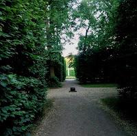 Alejka w ogrodzie barokowym w Nieborowie