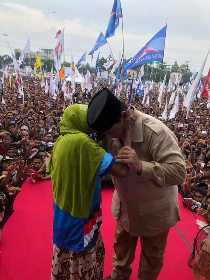 Pesan Sakral Nenek Tua kepada Prabowo di Lombok