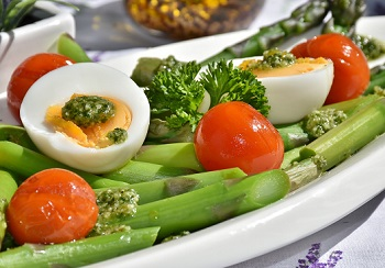 Asparagus with Hard Boiled Eggs and Cherry Tomatoes