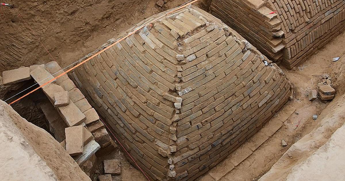 Arqueólogos descubren una tumba con forma de Pirámide en China