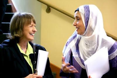 hukum memberi salam kepada non muslim