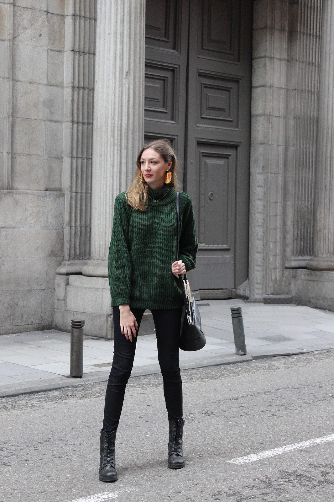 militar-boots-green-turtle-neck-doctor-maxibag-street-style-zaful