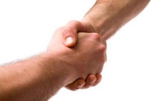 #PraCegoVer: Aperto de mãos.