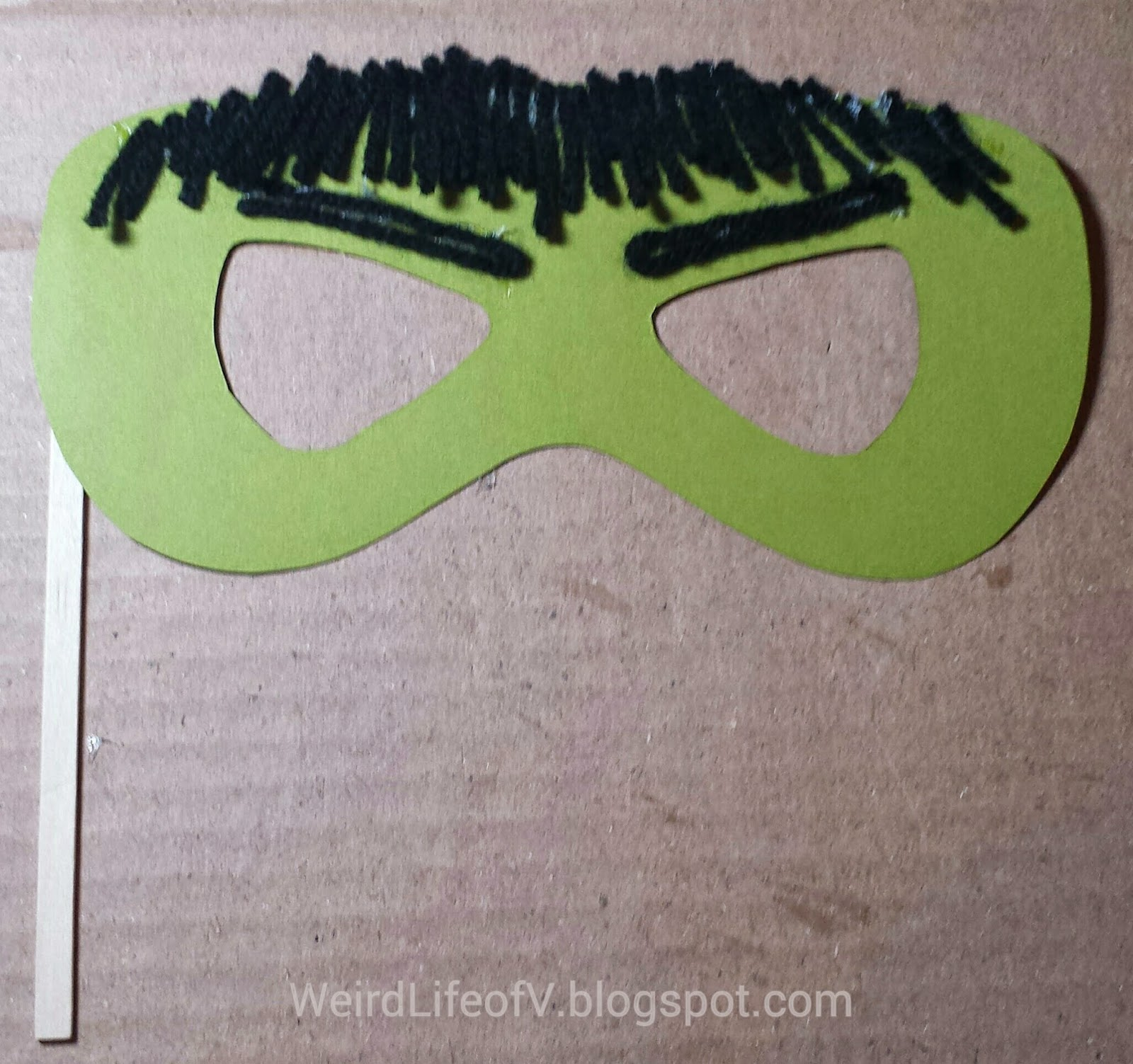 DIY: Incredible Hulk paper masquerade style mask