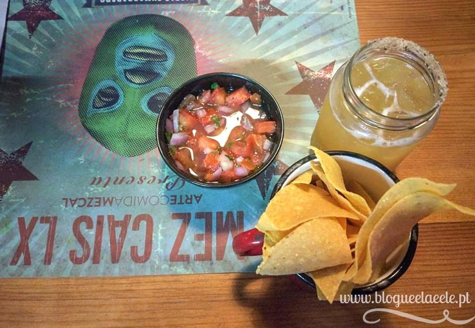 restaurante mexicano + ringue de lutadores de luta livre + comida mexicana + lx factory + blogue português de casal + ela e ele + ele e ela + pedro e telma