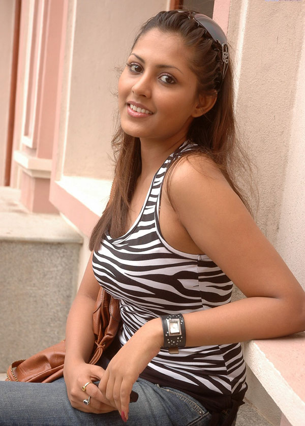 Sakshi Rawat Dhoni Wife hot unseen sexy pics | South Gallari