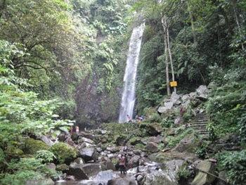 Tempat wisata Air Terjun Kakek Bodo di pasuruan