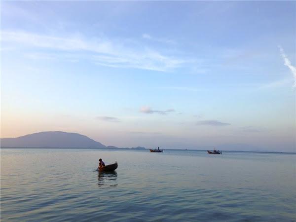 Biển Điệp Sơn vô cùng lặng sóng, trong xanh và tinh khiết.