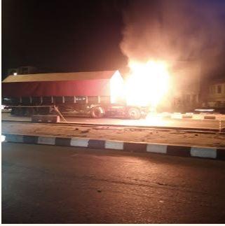 Trailer Razed by Fire Along Ikorodu Road, Lagos (Photos)