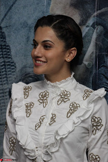 Taapsee Pannu at Launch Of her Training Video And Launch Of New Song Zinda March 2017 014.JPG
