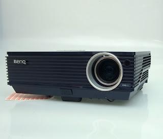 Jual proyektor bekas Benq MP611