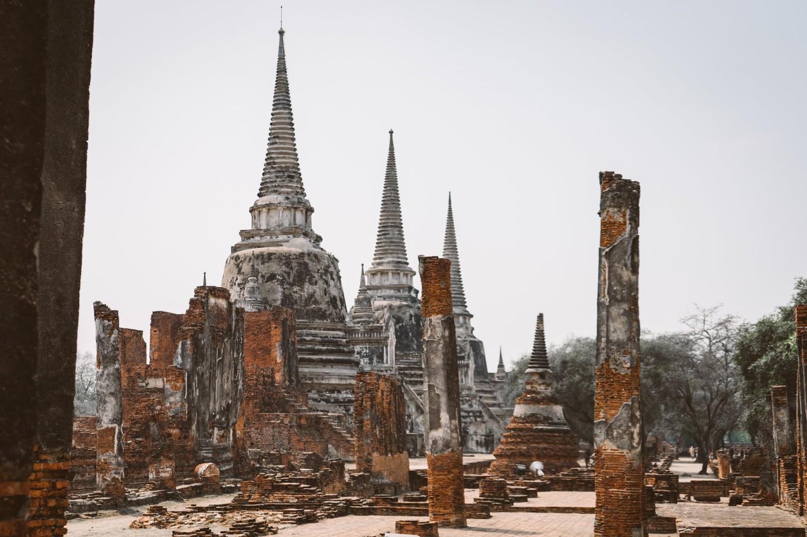 旅 泰國大城自由行 ‧ Ayutthaya古都一日遊,我覺得我的記憶褪色時間. But I'm too young to worry 但我太年輕了, too many people to ache over. 沒有妳,必去景點攻略 - Seize The Day