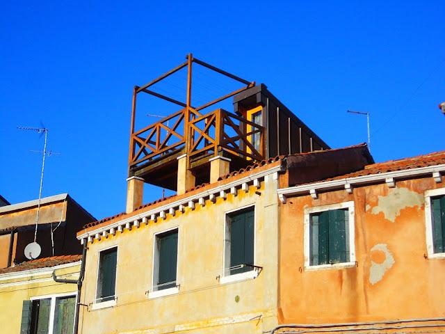 Altán na střeše domu v Benátkách