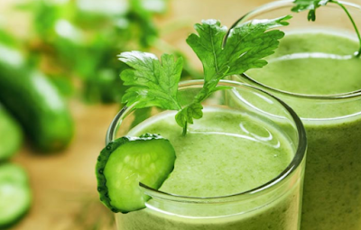 Detoxify Your Body With This Homemade Spinach Cleansing Smoothie