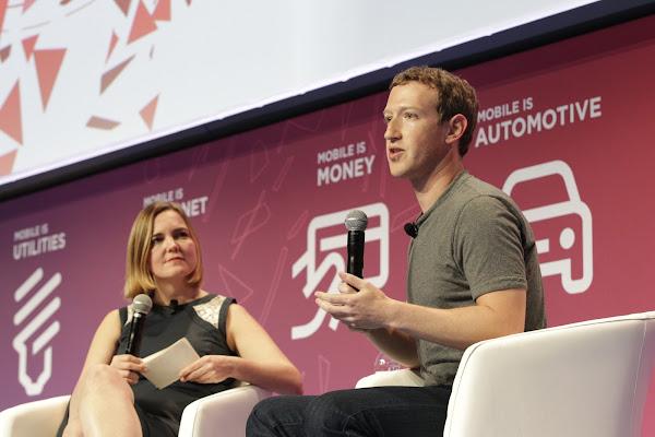 佐克伯二度在MWC舉辦大會演說,今年是由Wired資深作者Jessi Hempel與他對談。(圖片來源:GSMA提供)