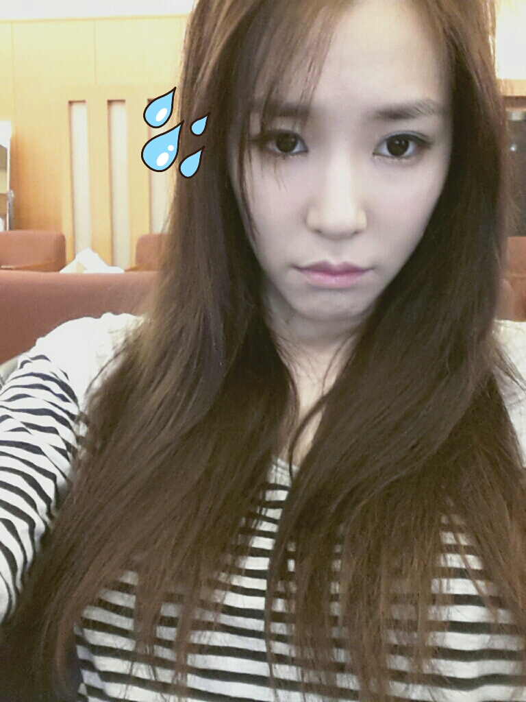 Check out the cute photo of SNSD's Tiffany! | PINKS LAND