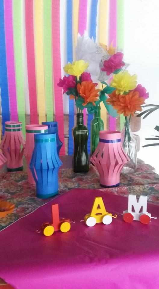 Claudia Lobato Beijocas Coloridas Arte e outras alegrias Flores de papel Decoraç u00e3o festa  -> Decoraçao De Parede Com Papel Crepom