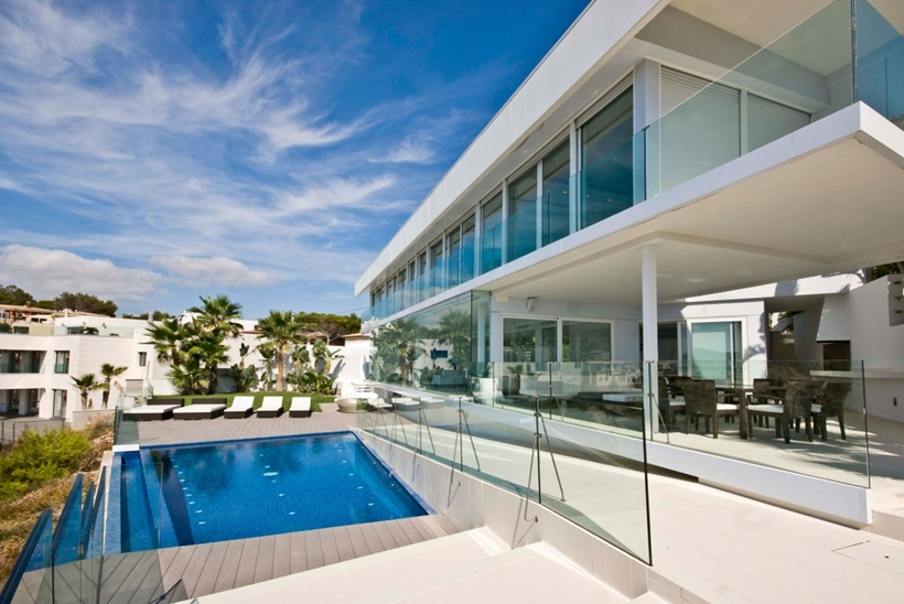 Modern Mallorcan villa with swimming pool