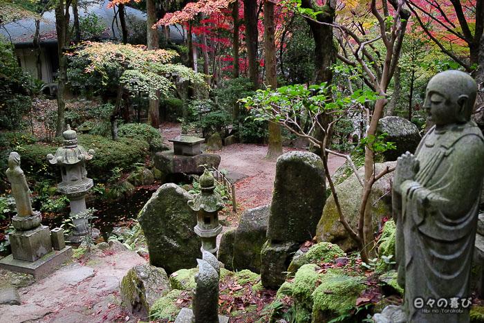 Stèles et jizô, temple Mitaki-dera, Hiroshima