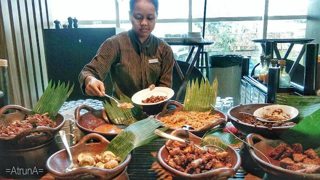 Menikmati Sajian Sarapan Pagi dengan Gudeg Jogya Asli Hotel Alana