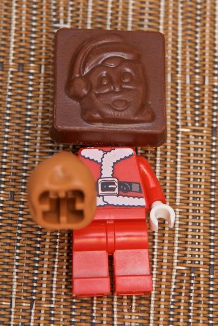 Lego - Advent Calendar - Calendrier de l'Avent - Father Christmas - Lego - Père Noël - Santa Claus - Chocolat au lait