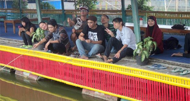 Warung Apung Rowo Jombor Klaten
