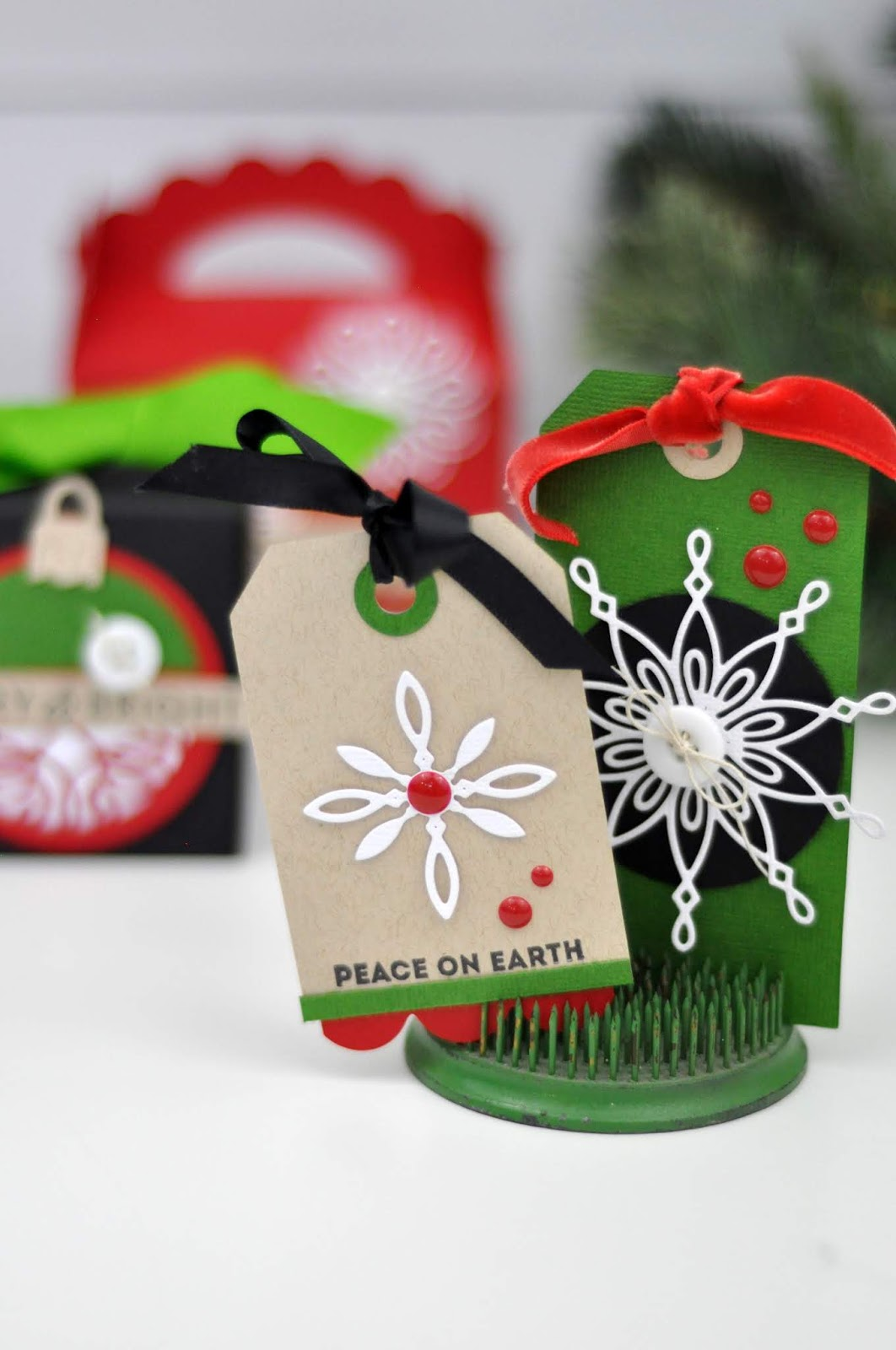 Spellbinders die cut Christmas tags and gift boxes by Jen Gallacher. Holiday gift tag ideas. #christmastags #christmasgiftboxes #spellbinders