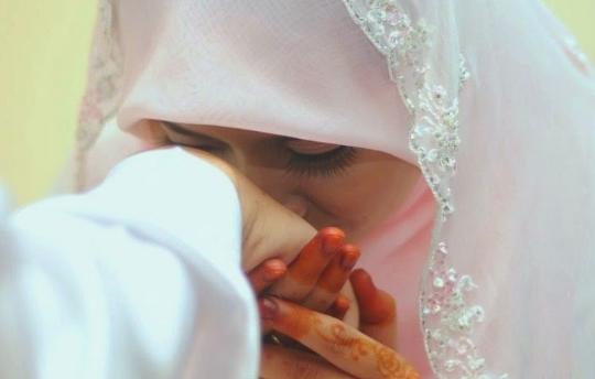 Benarkah Dosa Istri Ditanggung Suami? Ini Jawabannya