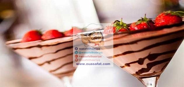 أكواب الكريمة بالشوكولاطة والفراولة